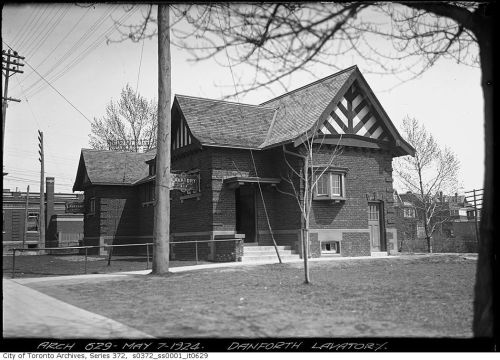The Danforth lavatory - Toronto (corner of Broadview/Danforth) - 1924